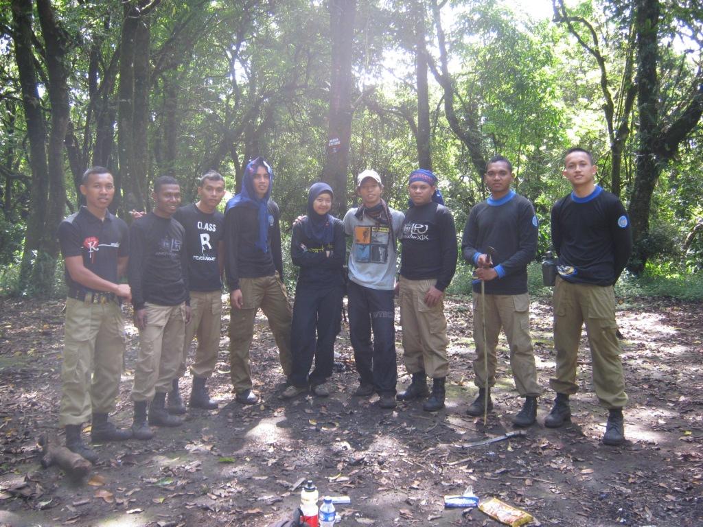 Berfoto Bersama Kawan-kawan dari IPDN di Puncak Manglayang
