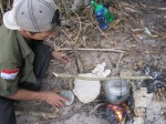 Tungku Pengisi Perut di Camp Pantai Sayang Heulang